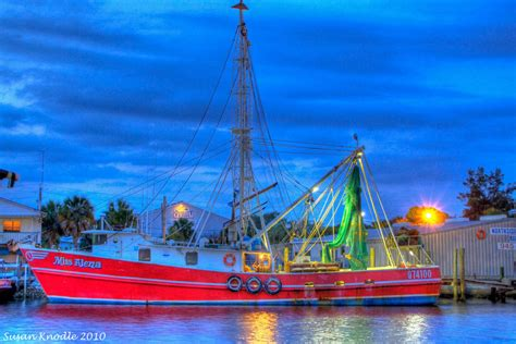Miss Alena - Gulf Of Mexico Shrimp Boat | HDR creme